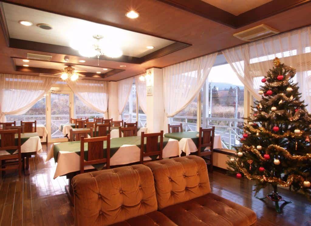 Akakura Yours Inn dining
