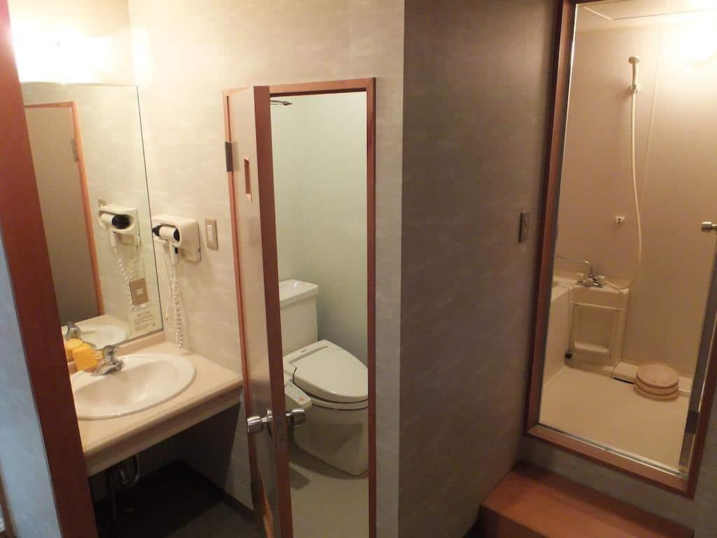Wakui Hotel bathroom