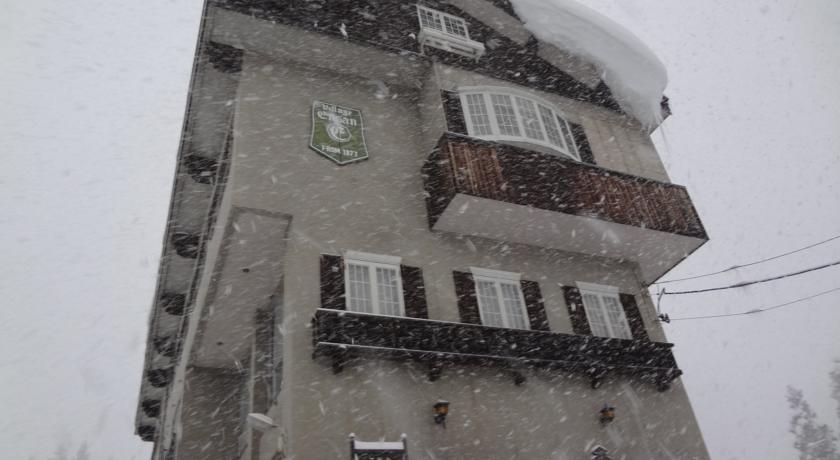 snowy_exterior