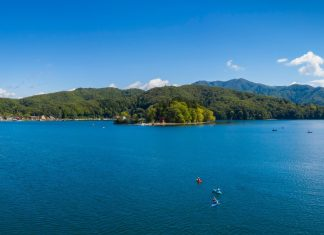 kayak on lake nojiri